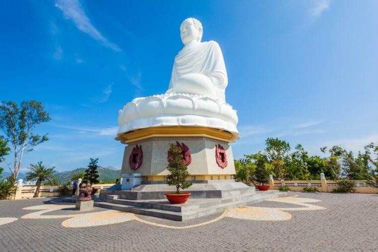 Пагода Лонг Шон (Белый Будда) во Вьетнаме