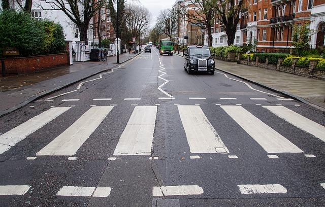 Улица Эбби-Роуд в Англии