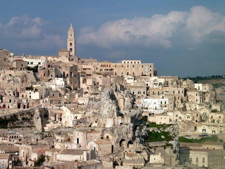 Пещерный город Сасси ди Матера в Италии