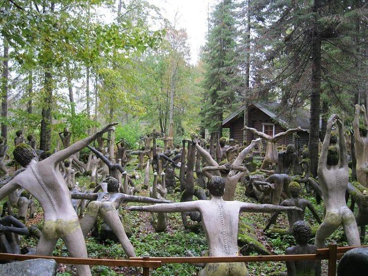 Парк скульптур Вейё Рёнккёнена в Финляндии