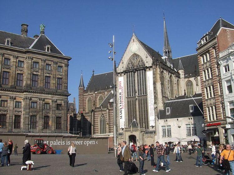 Церковь Ньивекерк в Нидерландах