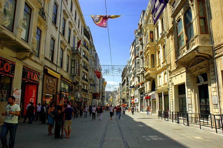 Улица Истикляль в Турции