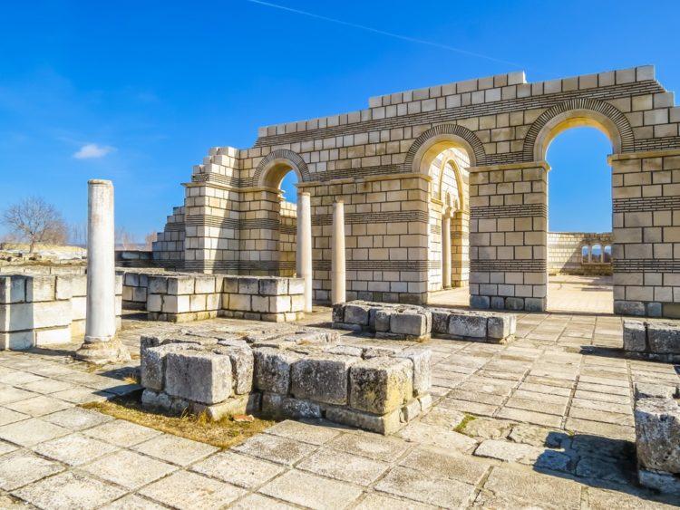 Руины древней Плиски в Болгарии