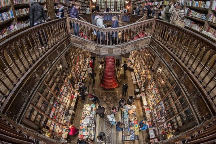 Магазин Лелло в Португалии