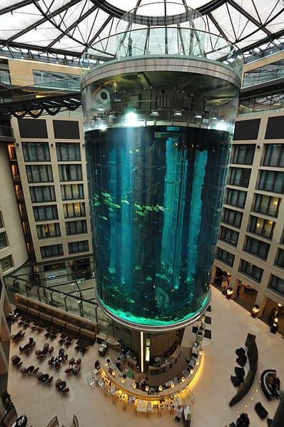 АкваДом (AquaDom) в Германии