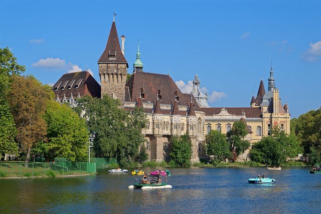 Замок Вайдахуняд в Венгрии