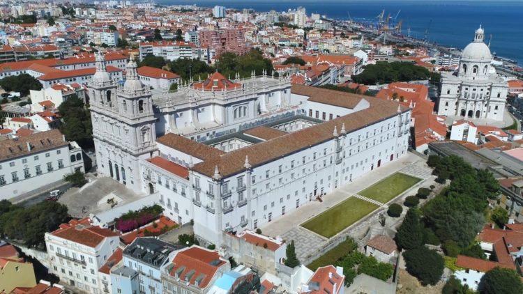 Монастырь Сан-Висенте-де-Фора в Португалии