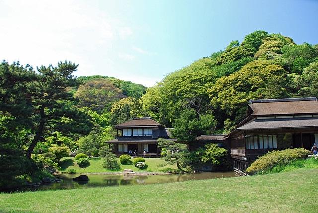 Сад Санкэй-эн в Токио