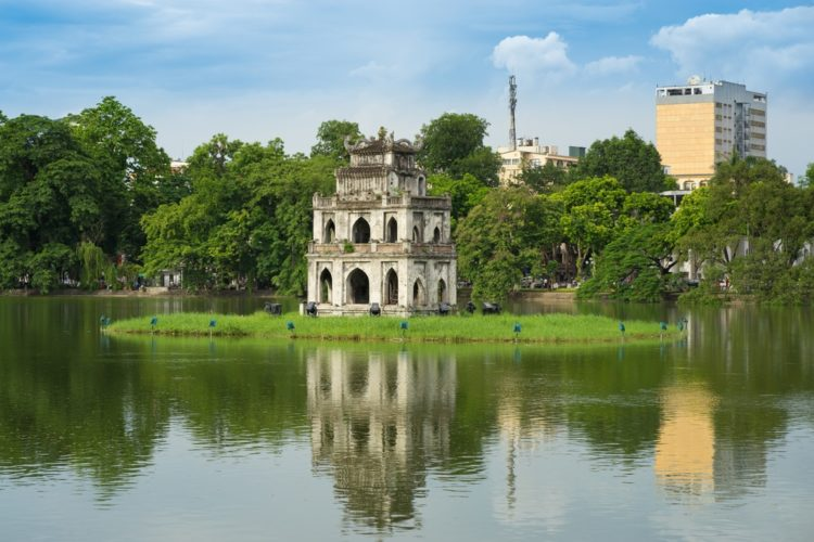 Озеро Возвращенного Меча во Вьетнаме
