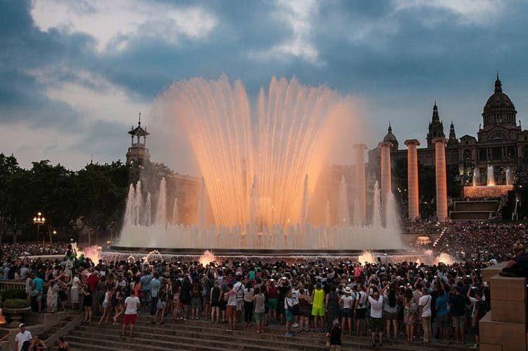 Магический фонтан Монжуика в Испании