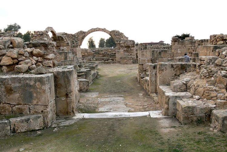 Замок Сорока Колонн на Кипре