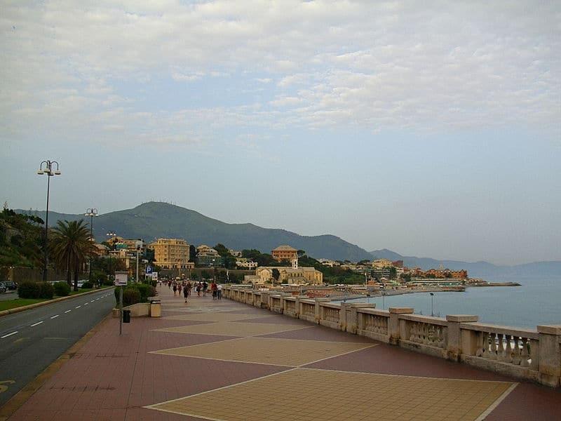 Набережная Корсо Италия - достопримечательности Генуи