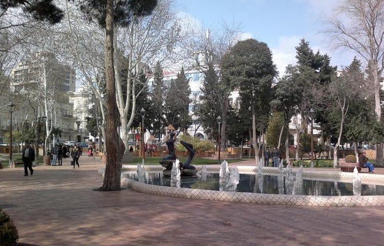 Сад имени Хагани в Азербайджане