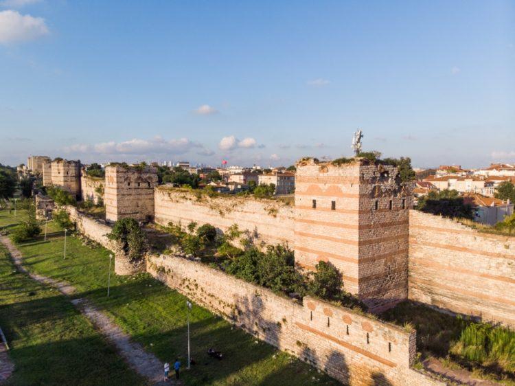 Городские стены Константинополя в Турции