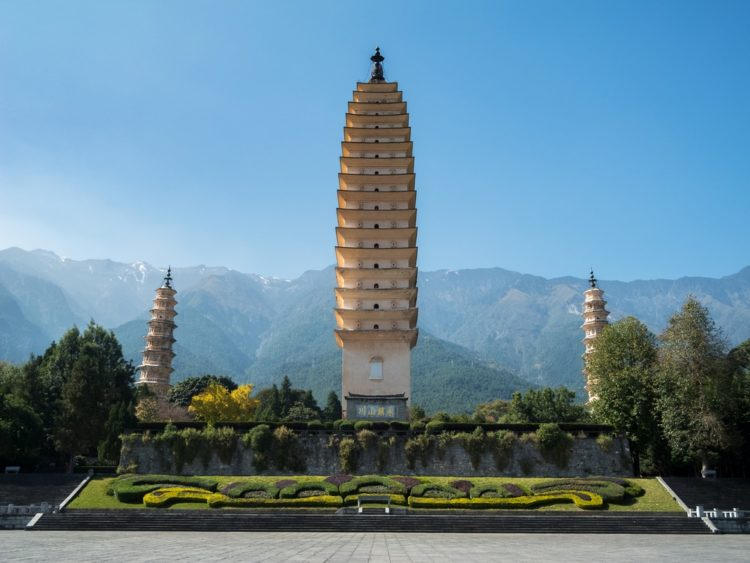 Три пагоды храма Чуншэна в Китае
