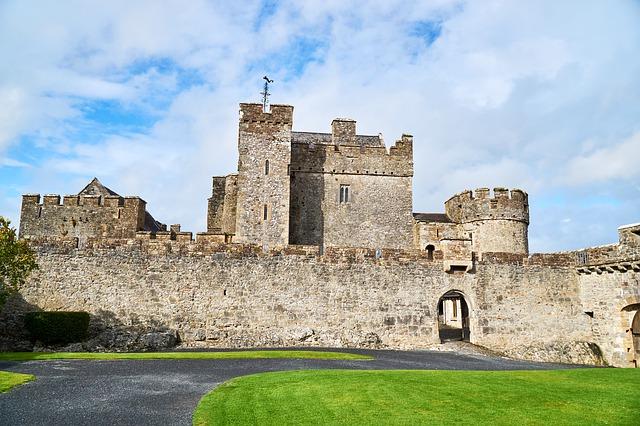 Замок Кэйр в Ирландии