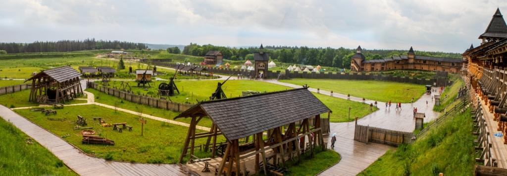 Внутри парка Киевская Русь