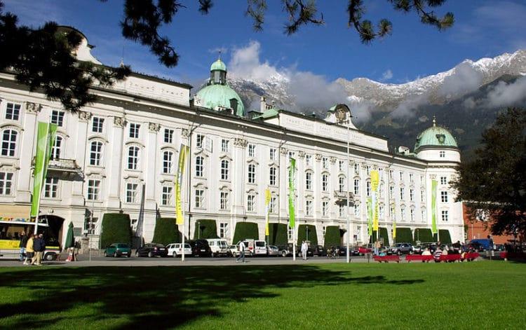 Императорский дворец Хофбург - достопримечательности Инсбрука