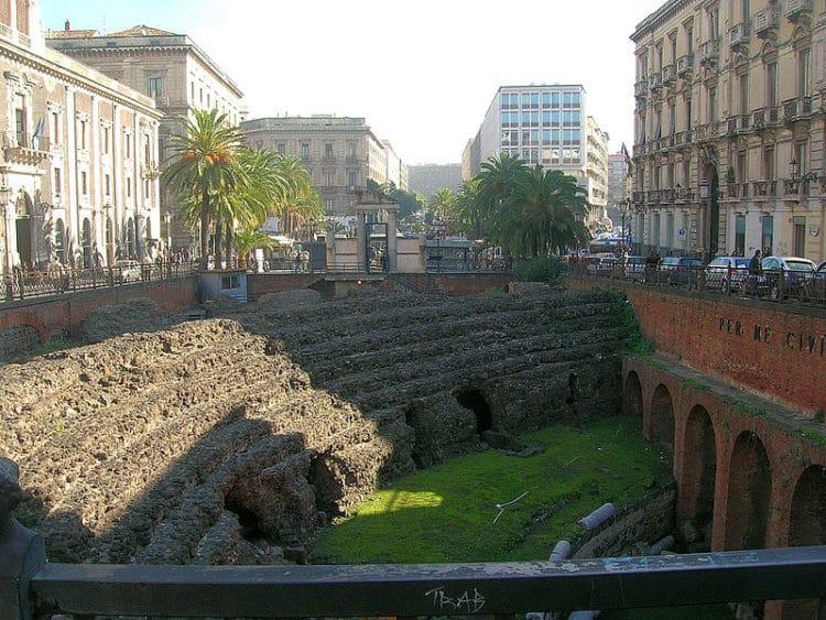 Римский амфитеатр - достопримечательности Катании