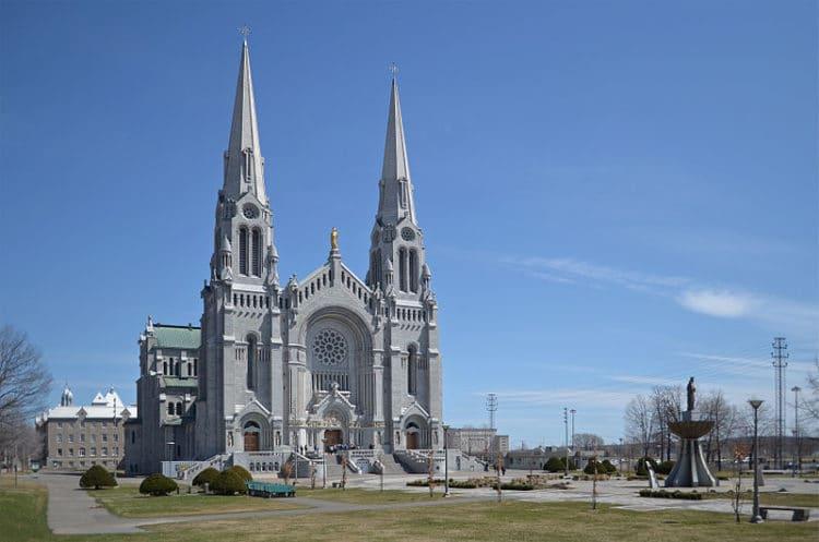 Базилика Сент-Анн-де-Бопре - Что посмотреть в Квебеке
