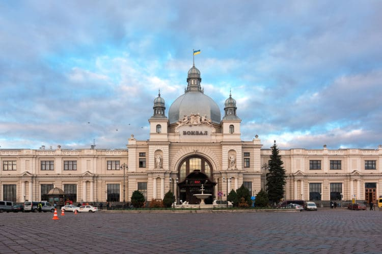 Железнодорожный вокзал - достопримечательности Львова