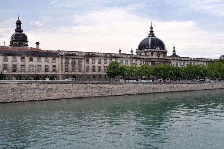 Отель-Дьё во Франции