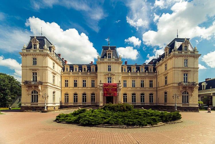 Дворец Потоцких - достопримечательности Львова