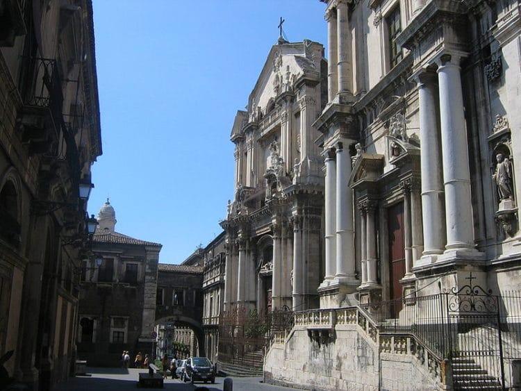 Улица Виа Крочифери - достопримечательности Катании
