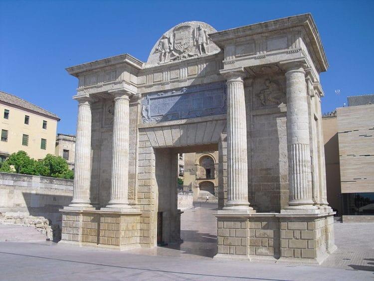Ворота Пуэрта дель Пуэнте - достопримечательности Кордовы