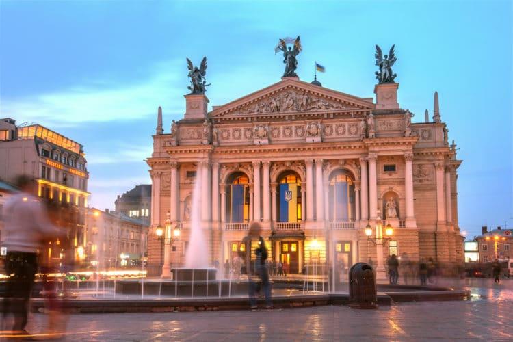 Оперный театр - достопримечательности Львова