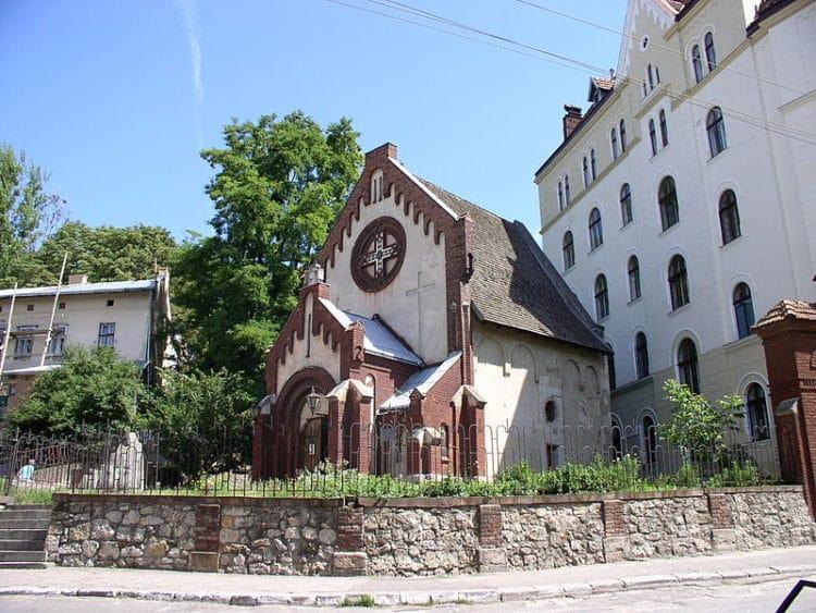 Костёл Иоанна Крестителя - достопримечательности Львова
