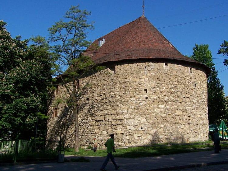 Пороховая башня - достопримечательности Львова