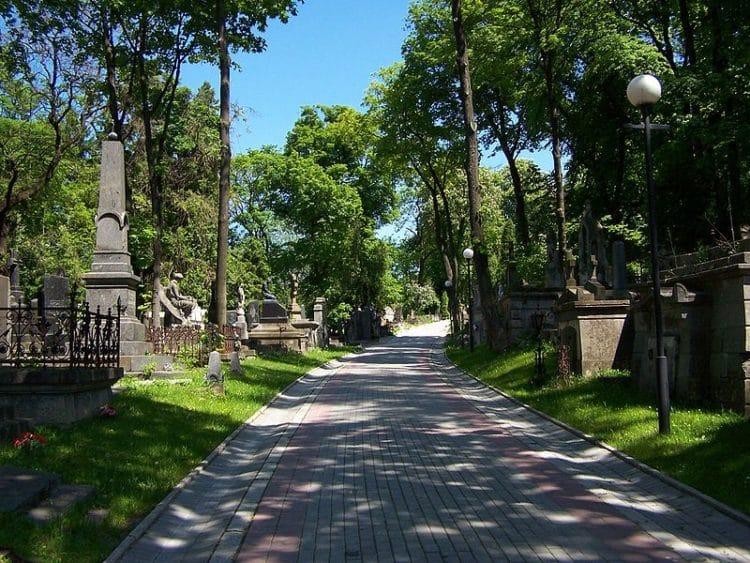 Лычаковское кладбище - достопримечательности Львова