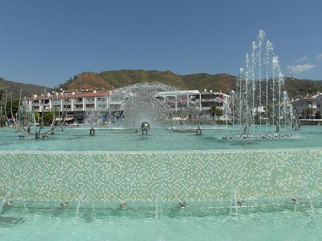 «Танцующий фонтан» - достопримечательности Мармариса