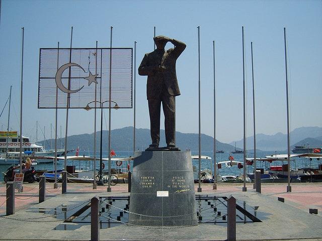 Памятник Кемалю Ататюрку - достопримечательности Мармариса