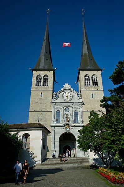 Церковь Хофкирхе - достопримечательности Люцерна