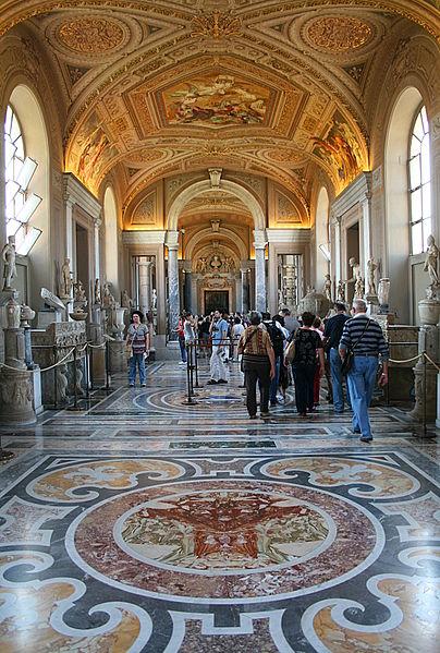 Галерея канделябров в Ватикане