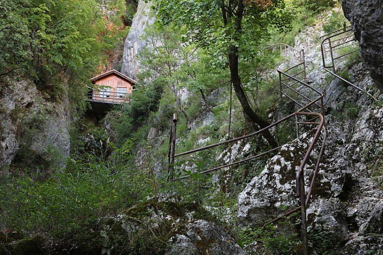 Убежище Тито в Дрваре - Что посмотреть в Боснии и Герцеговине